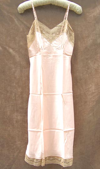 Exquisite vintage 40s Lady Lynne Bur-Mil rayon peach slip with ecru antique lace 32, late 1940s to mid 1950s | deadlyvintage.com