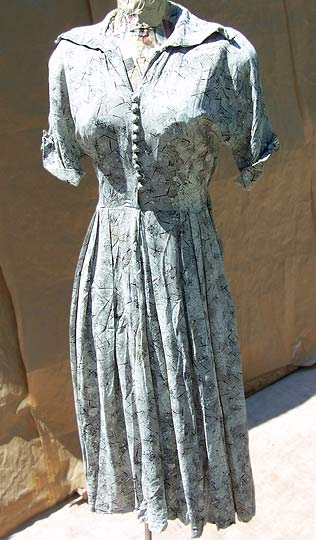 vintage 30s 40s light-grey printed rayon dress with belt , late 1930s to mid 1940s | deadlyvintage.com :  printed fern print wartime film noir