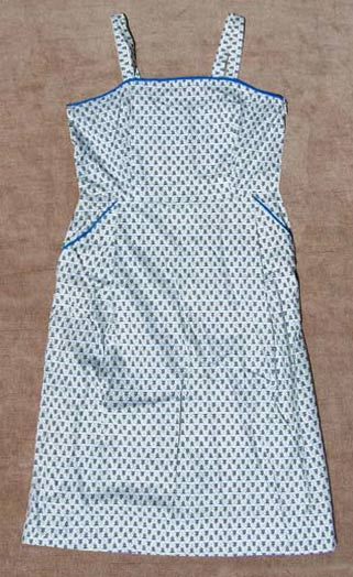 Vintage 'waitress' piped & printed sundress, late 1940s to mid 1950s | deadlyvintage.com