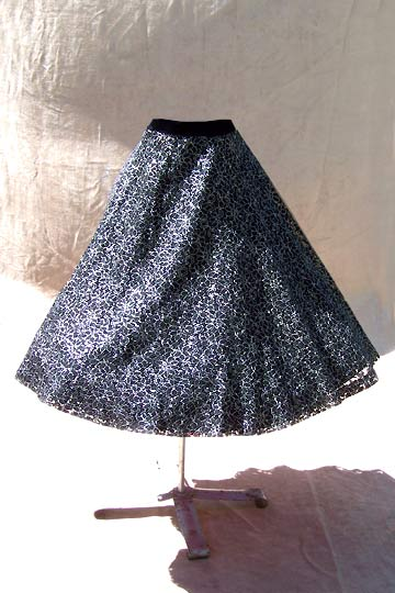 Vintage Metallic lace circle skirt, late 1950s to mid 1960s | deadlyvintage.com :  lace vlv vintage metallic