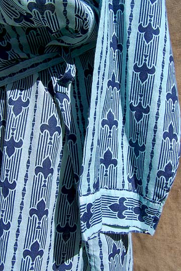 Vintage Ely & Walker fleur-de-lis robe, late 1960s to mid 1970s | deadlyvintage.com :  blue fleur de lis summer clothing