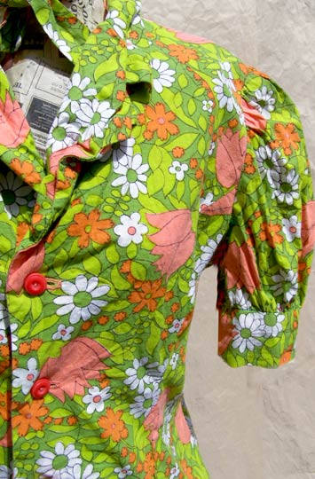 Vintage Floral shirtwaist top, late 1960s to mid 1970s | deadlyvintage.com