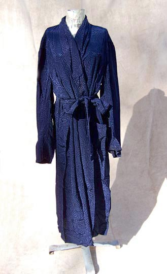 Vintage Towncraft figured dressing robe, late 1940s to mid 1950s | deadlyvintage.com :  mens film noir rayon jacquard